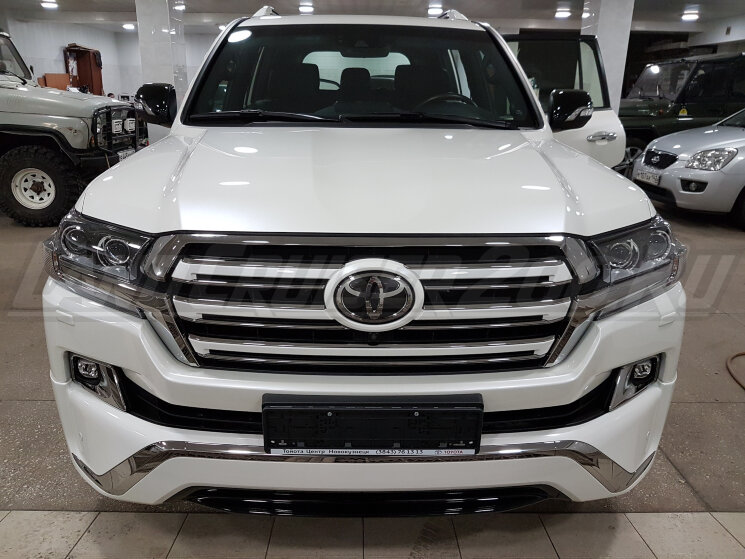 Решетка радиатора Executive White Toyota Land Cruiser 200 (2016-2021)