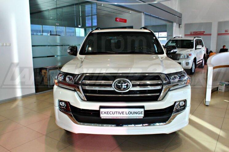 Решетка радиатора Executive Lounge Toyota Land Cruiser 200 (2016-2021)