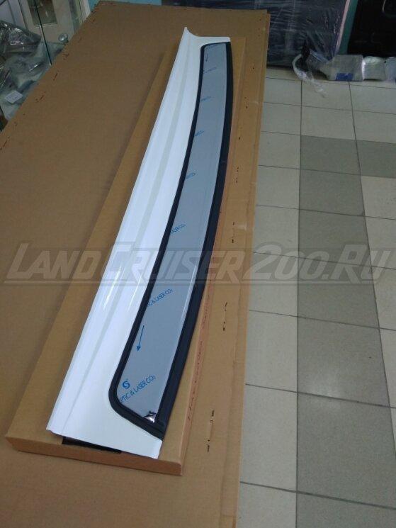 Накладка на задний бампер Toyota Land Cruiser 200 (2007-2021)