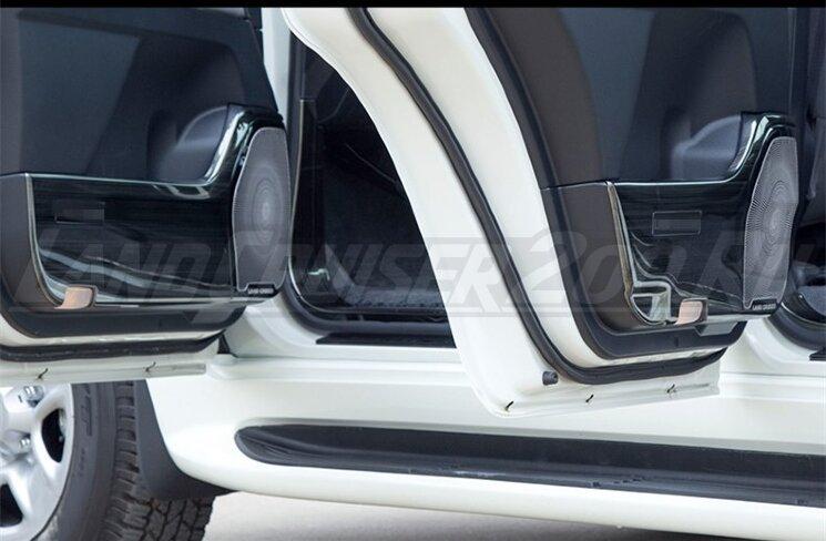 Накладки металлические на обшивку двери Toyota Land Cruiser 200 (2007-2021)