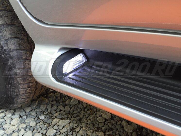 Подножки (пороги) Land Cruiser 200 с подсветкой в стиле Lexus